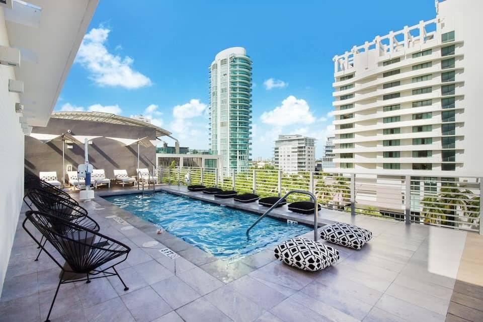 Floride - Miami Beach - Suite Junior - Location saisonnière - 3 Personnes - 1 Chambre - Piscine.