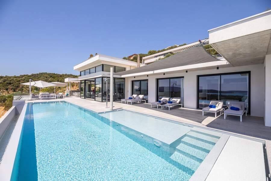 Corse - Région de Porto-Vecchio - Location saisonnière - Maison - 15 Personnes - 7 Chambres - 7 Salles de bain - Piscine
