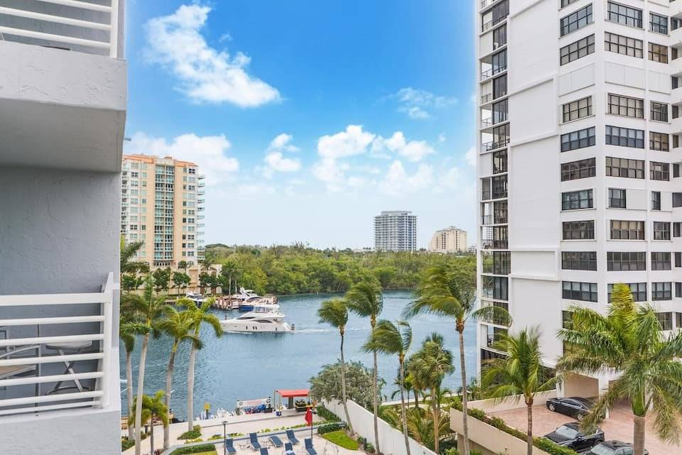 Florida - Fort Lauderdale - Apartment - Holiday rental - 6 Persons - 2 Bedrooms - 2 Bathrooms . Swimming pool.